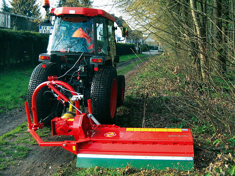 ssk-ssg-offsetting-mulcher-road-maintenance